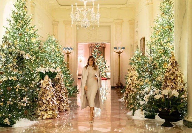 Η Melania Trump στόλισε τον Λευκό Οίκο για τα Χριστούγεννα και η διακόσμηση είναι εκθαμβωτική